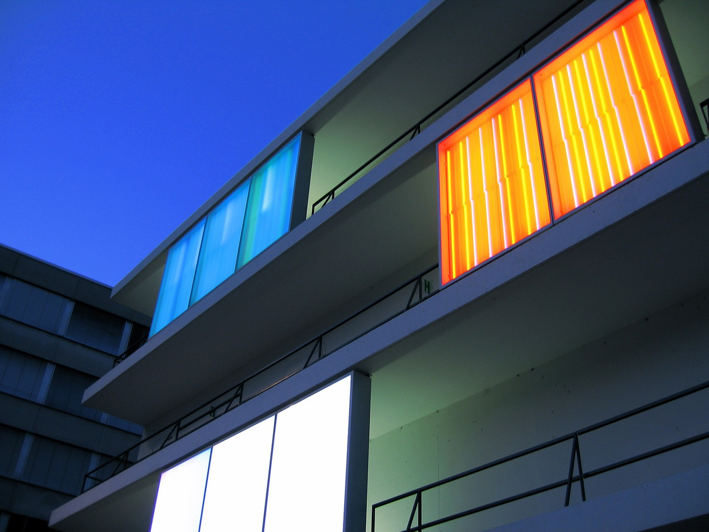 Zwölf dynamische Lichttafeln, 2002