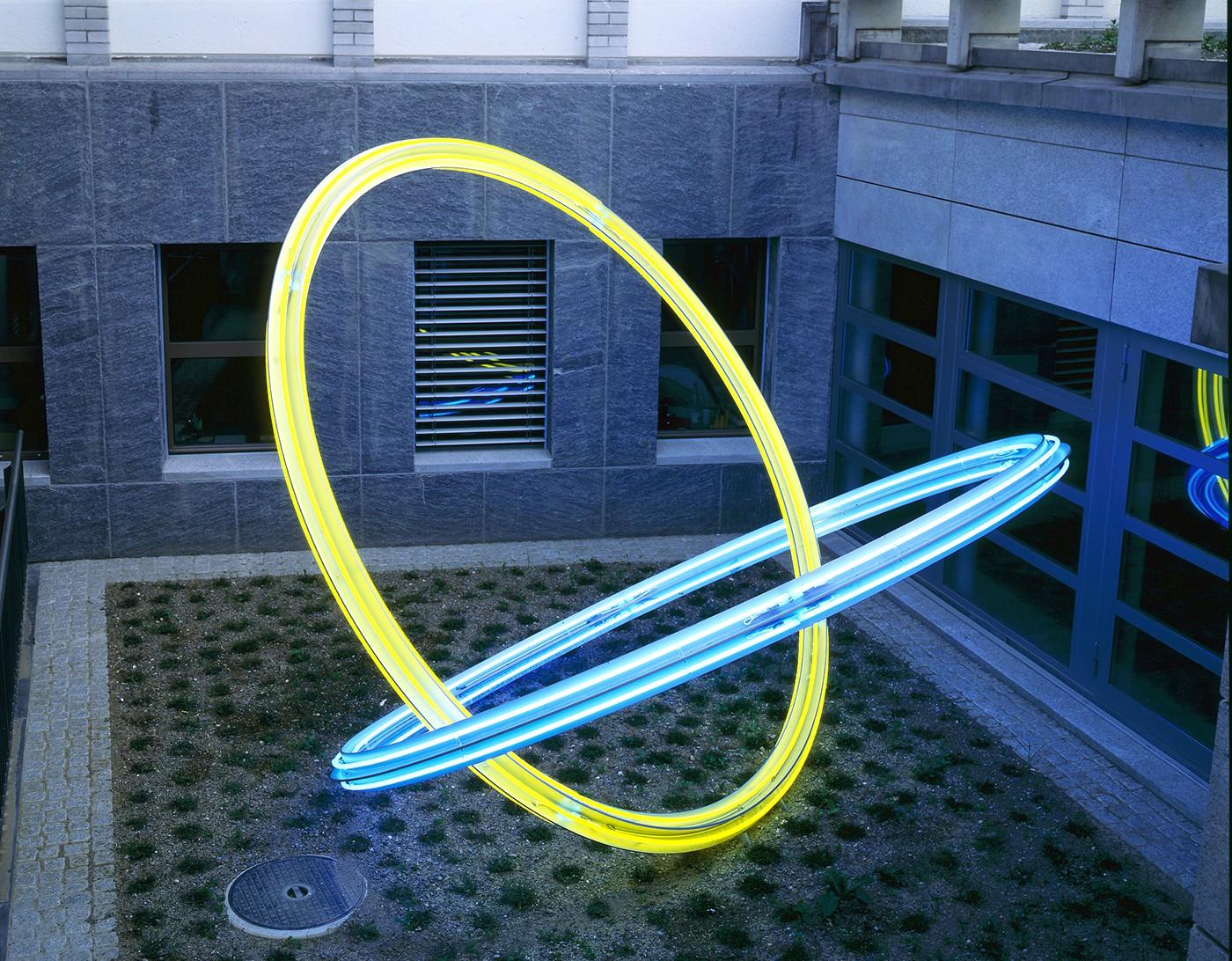 Acht Lichtringe, 1996